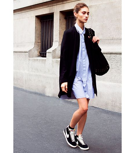 MY IRISH L8NG COAT WITH ALL NAVY OR BLACK ANDSNEAKERS AND