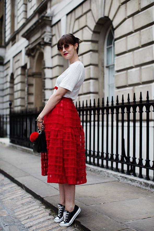 Как носить платье с кедами и кроссовками (40 фото) – Блог о ... f570fc7af7a