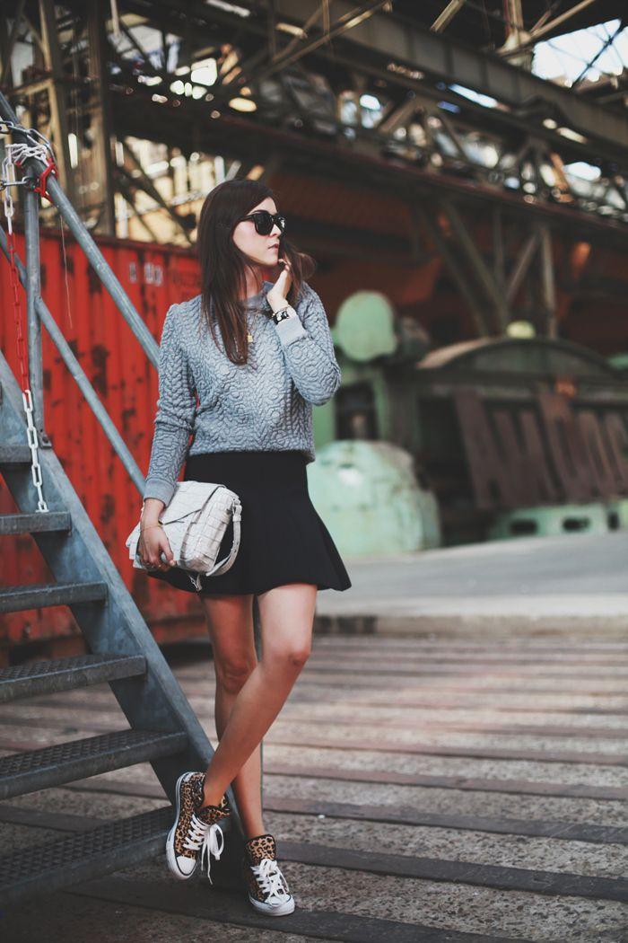 Мини юбки с кроссовками
